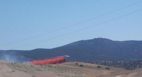 plane battles wildfire