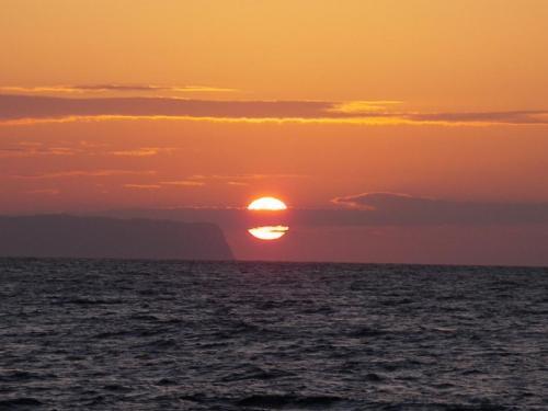 72088-feature_15_sunset.jpg
